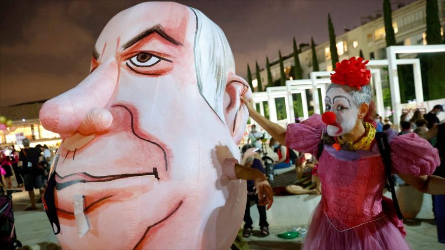 Israelíes protestan contra el premier Benjamín Netanyahu en Tel Aviv, 17 de septiembre de 2020. (Foto: AFP)