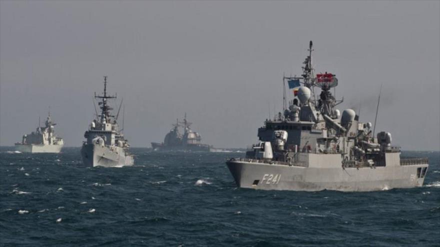 Barcos de la OTAN durante maniobras en el mar Negro, marzo de 2015. (Foto: AFP)