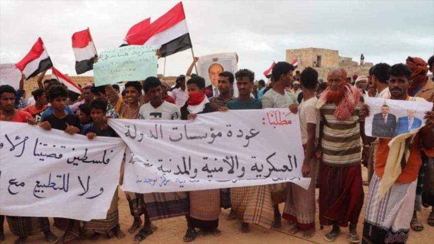 Yemeníes protestan en la isla de Socotra, sur de Yemen, contra la normalización de lazos de los EAU y Baréin con Israel. 19 de septiembre de 2020.