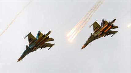 Vídeo: Cazas sirios y rusos atacan 30 veces a terroristas en Idlib