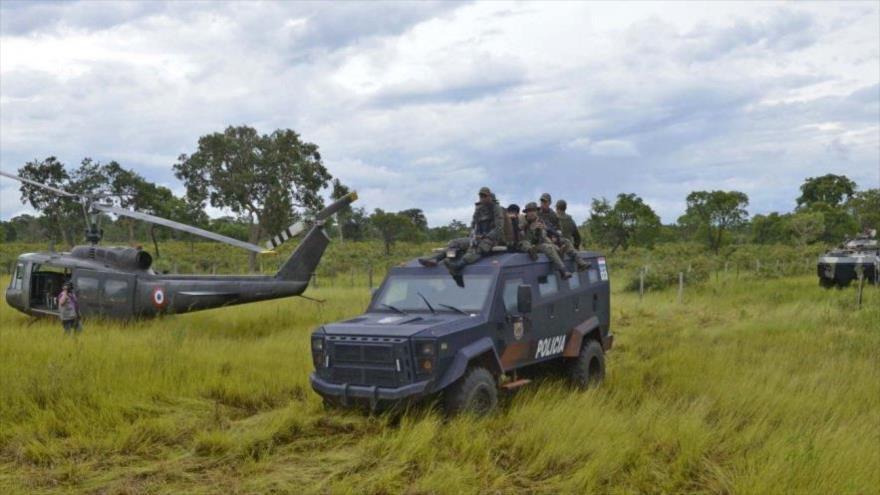 Miembros de la Fuerza de Tarea Conjunta (FTC) de Paraguay en una misión del barrido del campo contra la guerrilla Ejército del Pueblo Paraguayo (EPP).