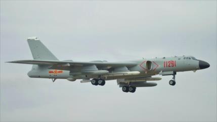 Vídeo: Aviones chinos simulan bombardeo de una base de EEUU en Guam