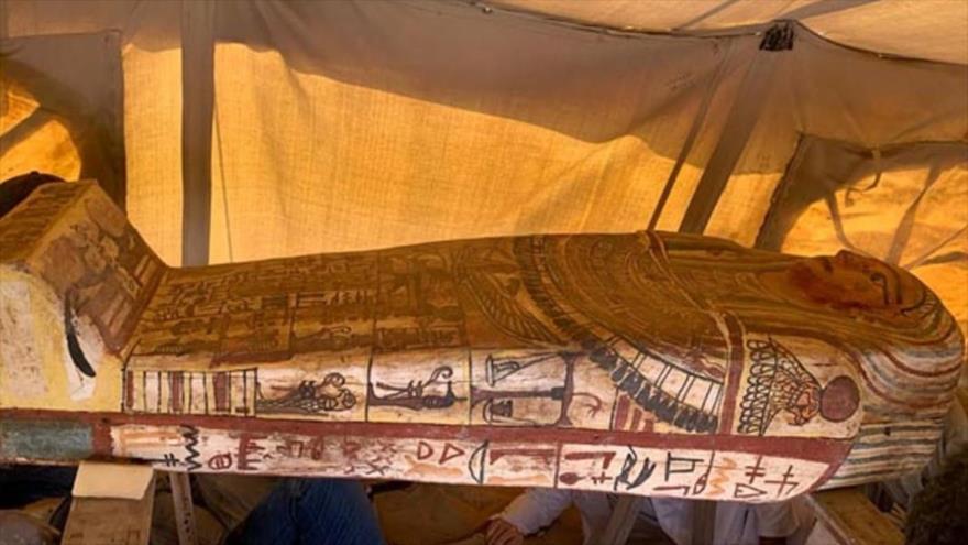 Uno de los sarcófagos descubiertos en la necrópolis de Saqqara, Egipto.