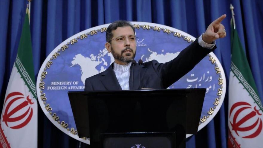 El portavoz de la Cancillería iraní, Said Jatibzade, en una conferencia de prensa en Teherán, la capital.