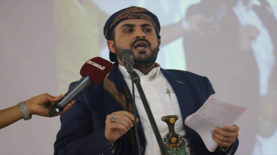 El portavoz del movimiento yemení Ansarolá, Muhamad Abdulsalam, habla con la prensa.