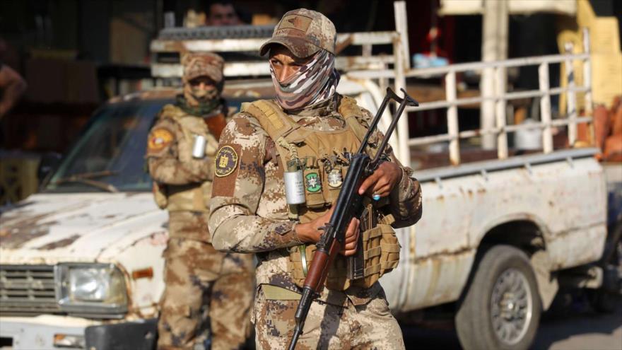 Miembros de las Al-Hashad Al-Shabi de Irak montan guardia en Bagdad (capital iraquí), 26 de octubre de 2019. (Foto: AP)