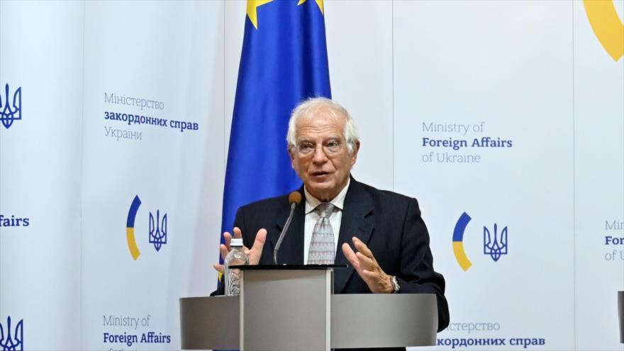El Alto Representante de la Unión Europea, Josep Borrell (izq.), en una conferencia de prensa en Kiev, 22 de septiembre de 2020. (Foto: AFP)