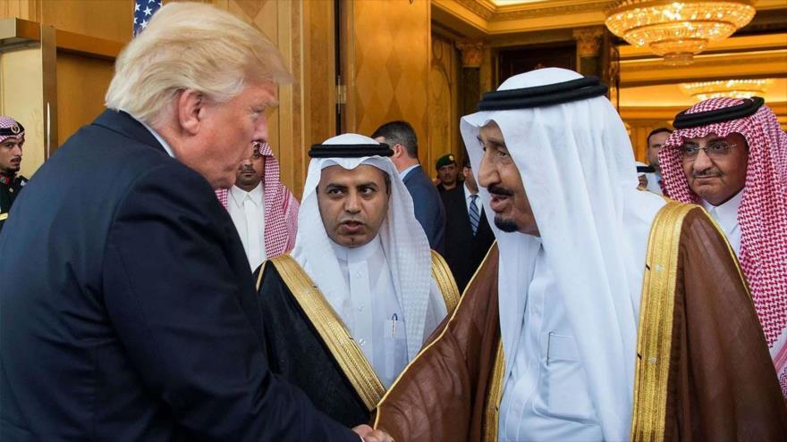 El presidente de EE.UU., Donald Trump (izda.), y el rey de Arabia Saudí, Salman bin Abdulaziz Al Saud, Riad, 20 de mayo de 2017. (Foto: AFP)