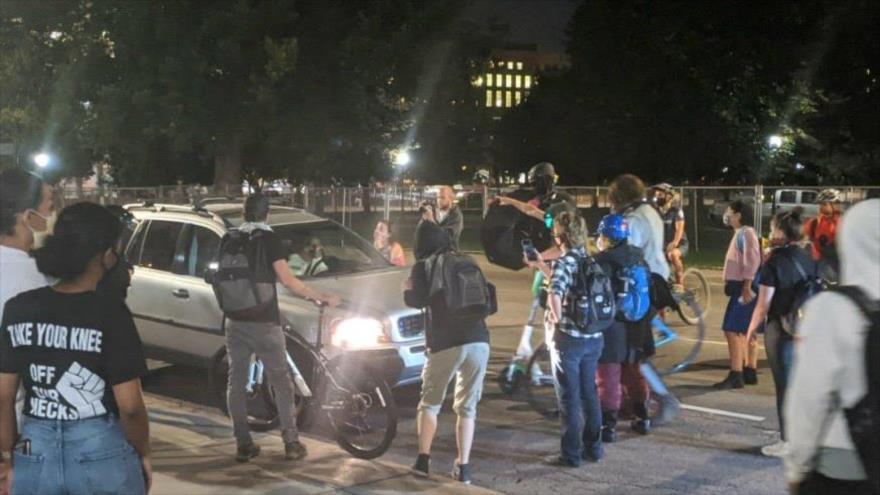Vídeo: Coche atropella a manifestantes en protesta antiracismo en EEUU