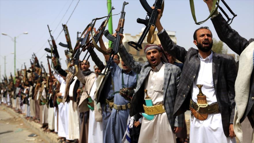 Combatientes del movimiento popular yemení Ansarolá en Saná, capital de Yemen, 25 de junio de 2018 (Foto: AFP).