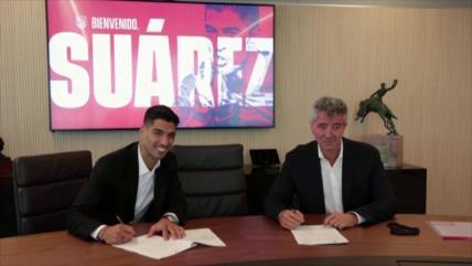 Luis Suárez firmó contrato con el Atlético por dos temporadas