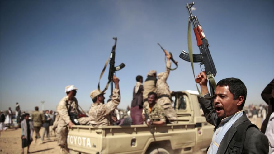 Fuerzas del Ejército y del movimiento popular Ansarolá de Yemen.