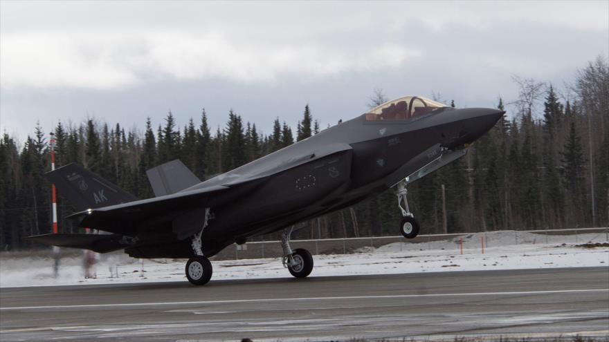 El primer F-35A Lightning II aterriza en la base militar estadounidense Eielson en Alaska, 21 de abril de 2020. (Foto: Sputnik)