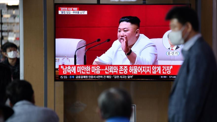 El líder norcoreano, Kim Jong-un, en una transmisión de noticias de televisión, 25 de septiembre de 2020. (Foto: AFP)