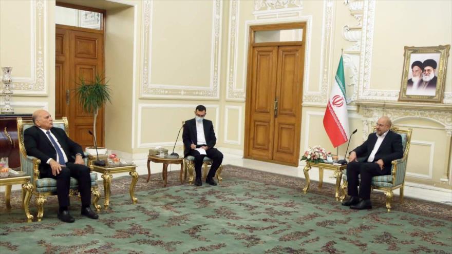 El presidente del Parlamento iraní, Mohamad Baqer Qalibaf (dcha.), reunido con el canciller iraquí, Foad Husein (izda.), en Teherán, 26 de septiembre de 2020. (Foto: ICANA)