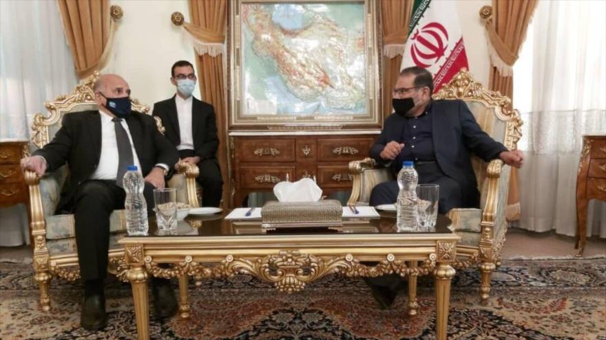 El secretario del Consejo Supremo de Seguridad Nacional, Ali Shamjani (dcha.), se reúne con el canciller iraquí, Foad Husein, 27 de septiembre de 2020.