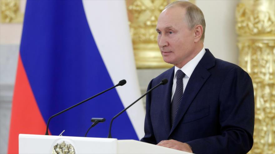 El presidente de Rusia, Vladimir Putin, se dirige a los miembros del Consejo de la Federación Rusa en el Kremlin, Moscú, 23 de septiembre de 2020. (Foto: AFP)