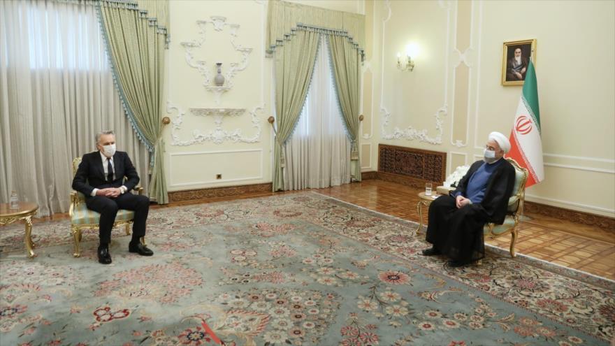 El presidente iraní, Hasan Rohani (dcha.), se reúne con el nuevo embajador español en Teherán, 29 de septiembre de 2020. (Foto: President.ir)