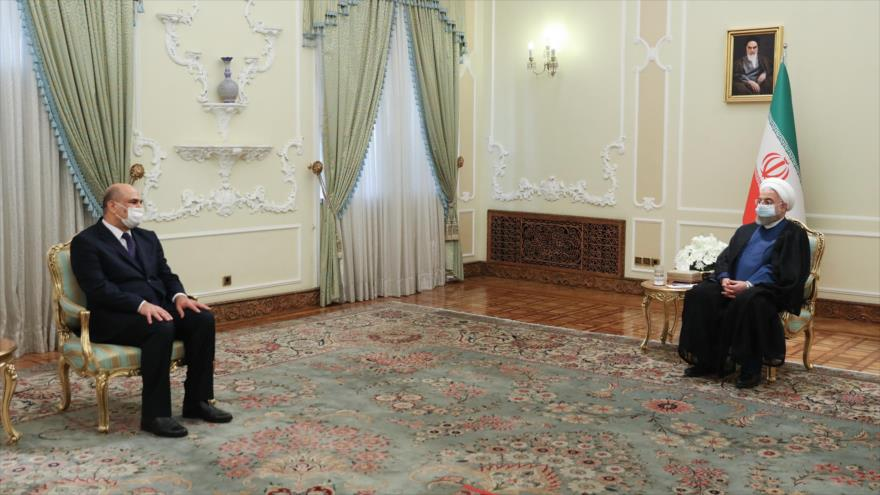 El presidente iraní, Hasan Rohani (dcha.), se reúne con el nuevo embajador iraquí en Irán, 29 de septiembre de 2020. (Foto: President.ir)