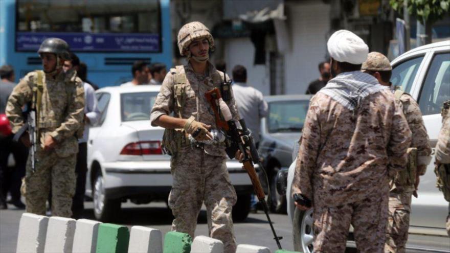 Fuerzas de seguridad iraníes desplegadas después de un ataque terrorista en Teherán, capital de Irán, 7 de junio de 2017.