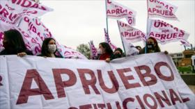 Encuesta: 83 % de chilenos está a favor de cambiar la Constitución