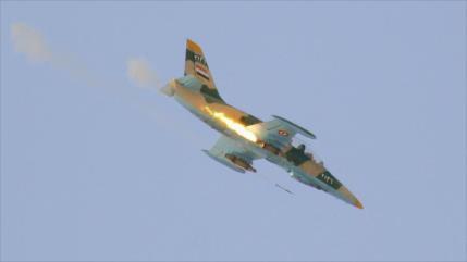 Cazas sirios y rusos atacan posiciones de Daesh en centro de Siria