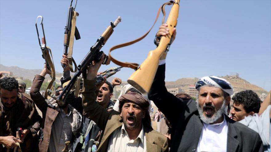 Combatientes del movimiento popular Ansarolá de Yemen.