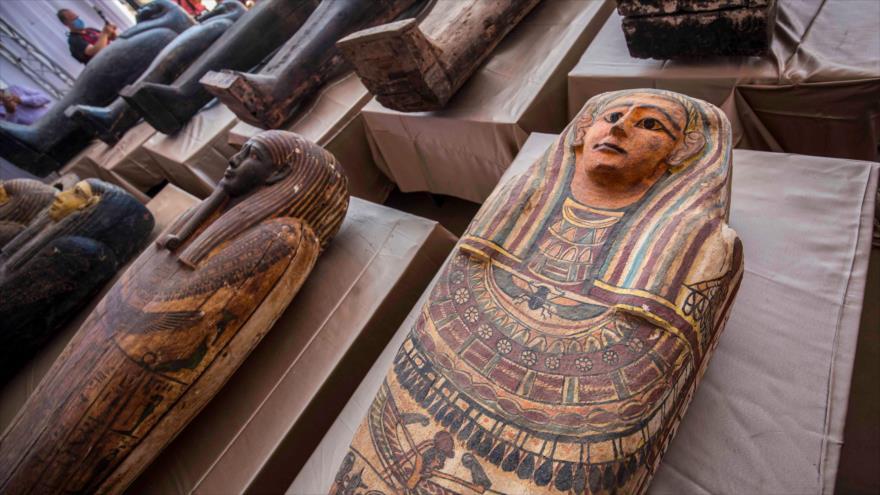 Sarcófagos excavados en la necrópolis de Saqqara, Egipto, 3 de octubre de 2020. (Foto: AFP)