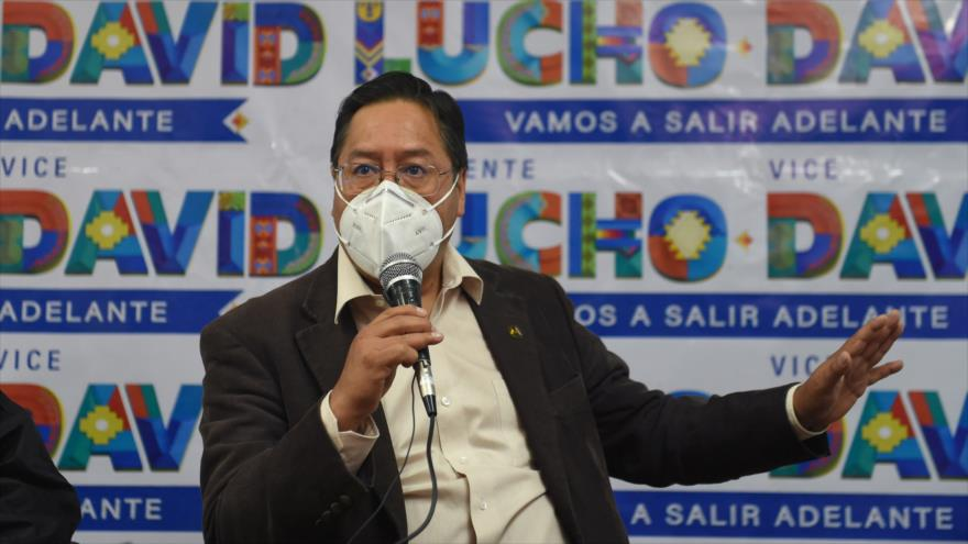 El candidato del Movimiento al Socialismo a la Presidencia, Luis Arce, habla durante un mitin electoral en La Paz, Bolivia, 14 de septiembre de 2020.