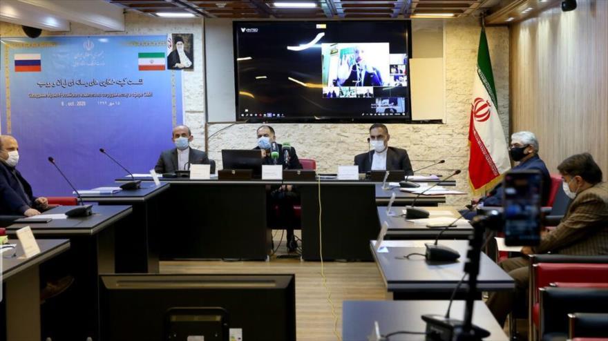 Funcionarios iraníes asisten a una reunión virtual del Comité Conjunto de Cooperación de Medios Ruso-Iraní, Teherán (capital), 6 de octubre de 2020.