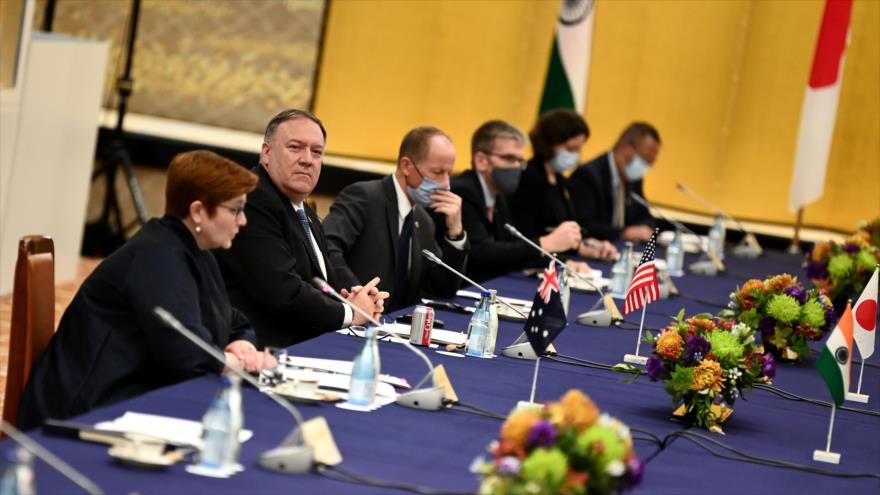 El secretario de Estado de EE.UU., Mike Pompeo, en una reunión con cancilleres de tres naciones del Indo-Pacífico, Tokio, 6 de octubre de 2020. (Foto: AFP)