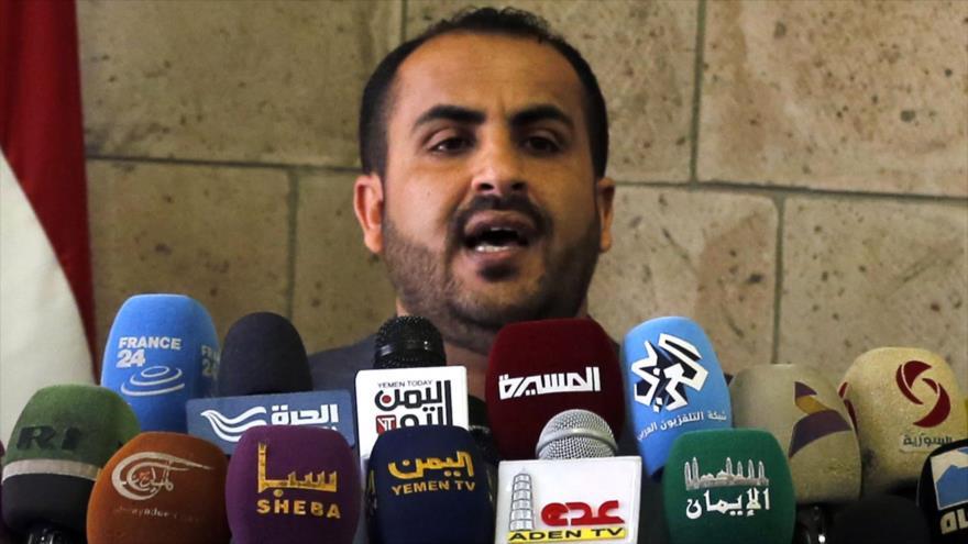El portavoz del movimiento popular yemení Ansarolá, Muhamad Abdulsalam, habla con la prensa.