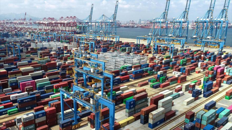 Contenedores en un puerto en Qingdao, en la provincia oriental china de Shandong, 13 de septiembre de 2020. (Foto: AFP)