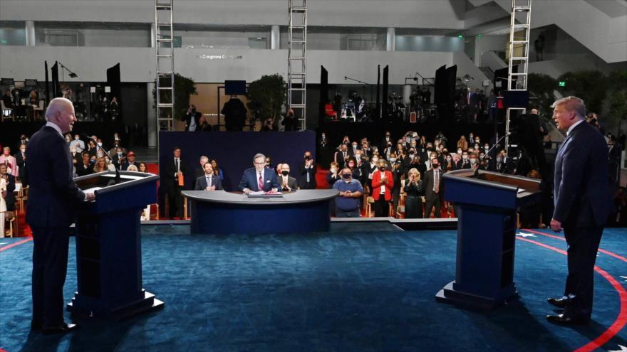 El presidente de EE.UU., Donald Trump (dcha.), y su rival demócrata, Joe Biden, en el debate presidencial del 29 de septiembre de 2020. (Foto: AFP)