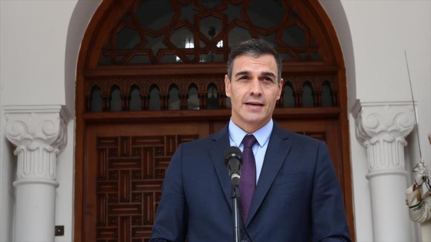 El presidente del Gobierno español, Pedro Sánchez, habla en la rueda de prensa tras las reuniones mantenidas en Argelia.
