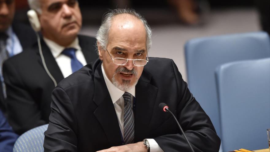 El embajador sirio ante la ONU, Bashar al-Yafari, habla durante una reunión del Consejo de Seguridad en Nueva York, 14 de abril de 2018. (Foto: AFP)