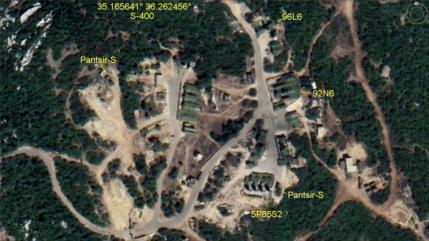 Fotos satelitales: Rusia refuerza su base en el centro de Siria