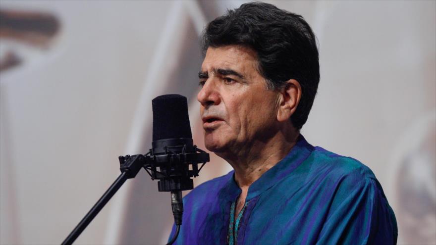 Mohamad Reza Shayarian, el legendario vocalista, compositor e instrumentista de música tradicional persa.