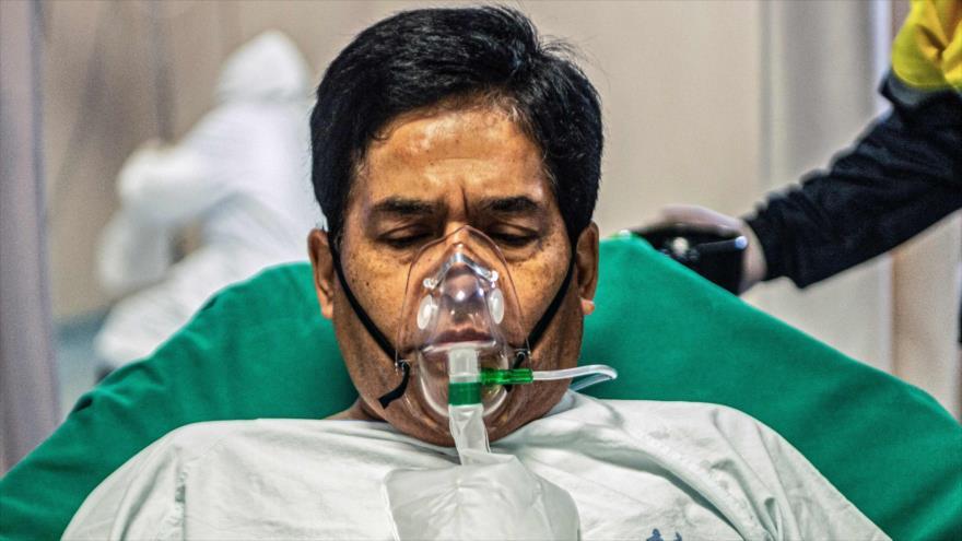 Un paciente que ha contraído la COVID-19 en un centro sanitario en Lima (capital de Perú), 1 de septiembre de 2020. (Foto: AFP)
