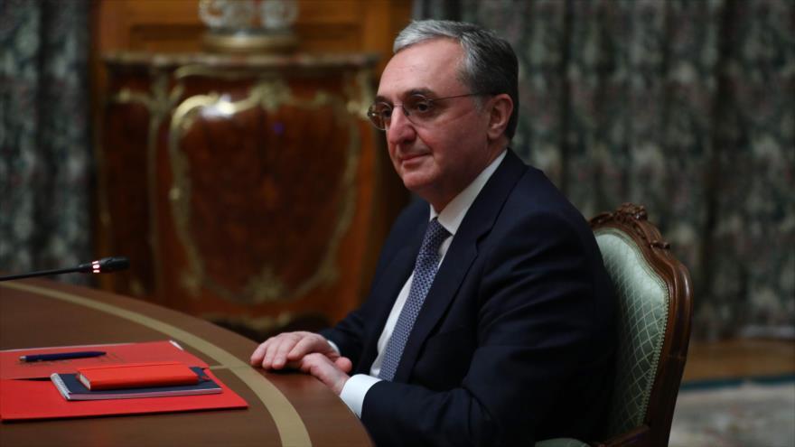 El canciller armenio, Zograb Mnatsakanián, en una reunión en Moscú, capital rusa, 9 de octubre de 2020. (Foto: AFP)