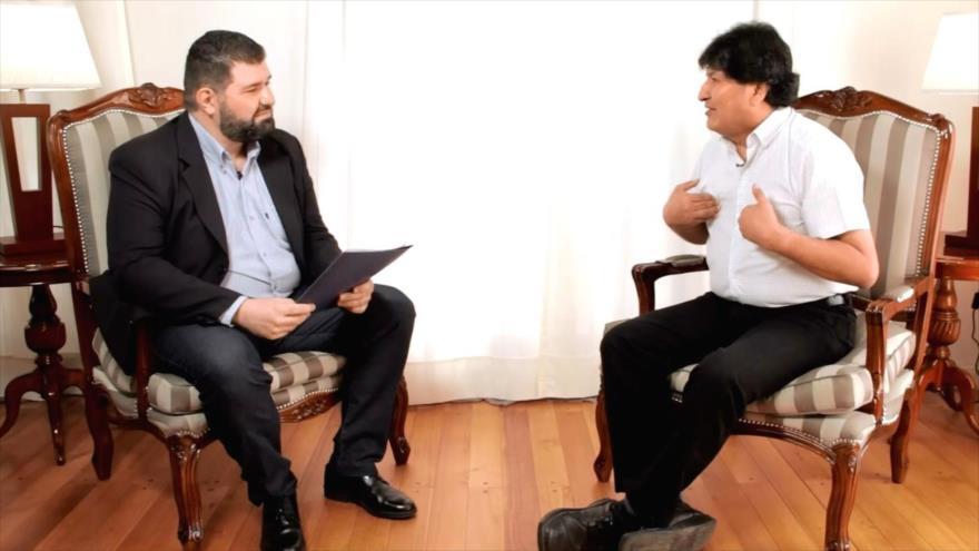 Morales denuncia que la oposición quiere destrozarlo a él y al MAS