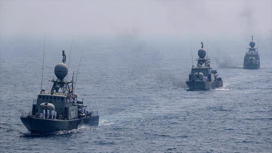 Tres destructores iraníes durante las maniobras Zolfaqar 99 en el Golfo Pérsico, septiembre de 2020. (Foto: Farsnews)