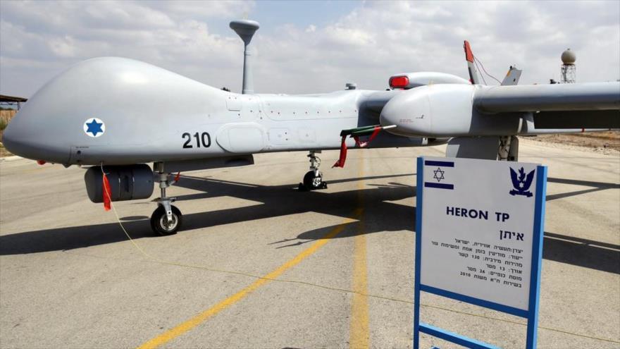 Un dron (avión no tripulado) suicida de fabricación israelí tipo Harop exhibido en una exposición.