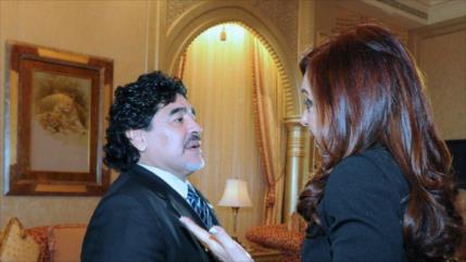 Macri compara a Cristina Fernández con Maradona y se lía