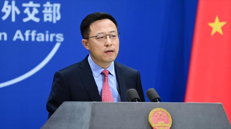El portavoz de la Cancillería de China, Zhao Lijian, en una conferencia de prensa en Pekín 13 de octubre de 2020. (Foto: Twitter)