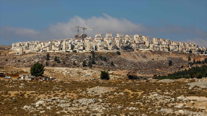 El asentamiento israelí de Kochav Yaakov cerca de la ciudad palestina de Ramalá, en la ocupada Cisjordania, 14 de octubre de 2020. (Foto: AFP)