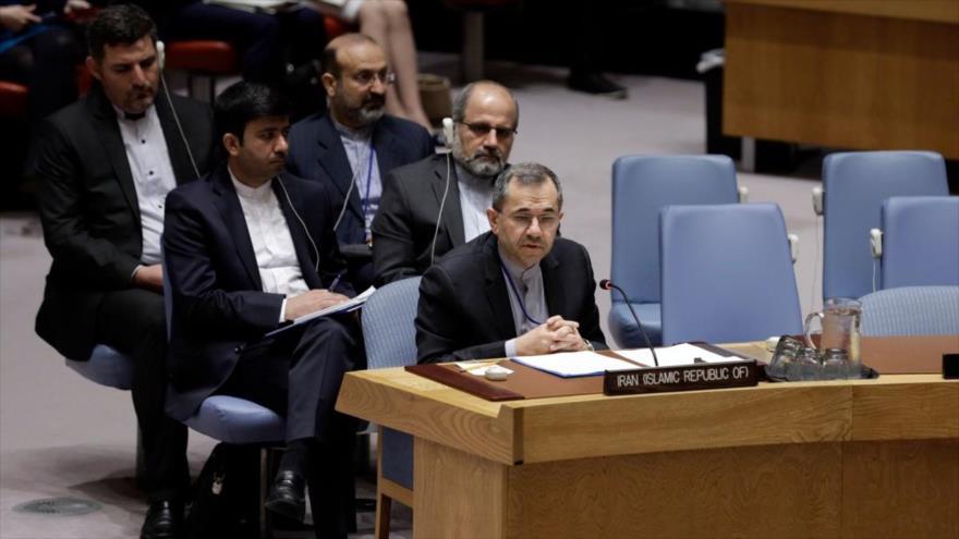 El representante permanente de Irán ante las Naciones Unidas, Mayid Tajt Ravanchi, habla durante una sesión del Consejo de Seguridad.