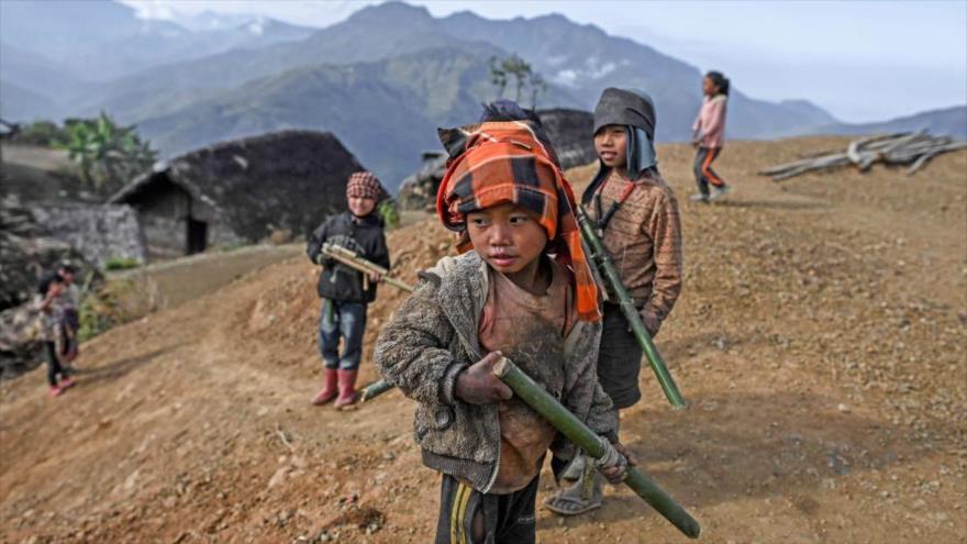 Niños birmanos.