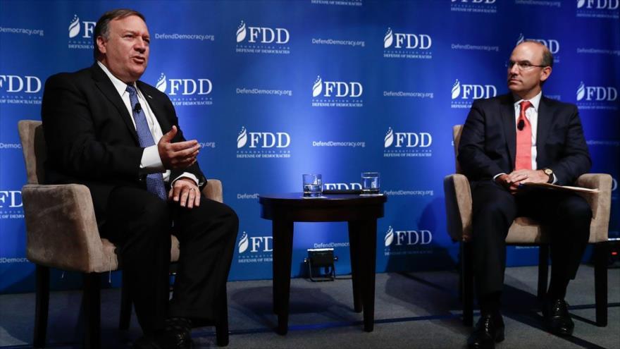 El secretario de Estado de EE.UU., Mike Pompeo (entonces director de la CIA), habla en una cumbre de la FDD, 19 de octubre de 2017. (Foto: AP)