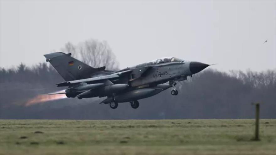 Un avión de combate Tornado de la Fuerza Aérea alemana despega de la base aérea de Jagel, en el norte de Alemania, 10 de diciembre de 2015